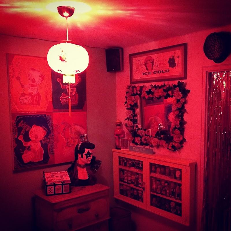 chinese-lantern-red-light-dinner-murder-party