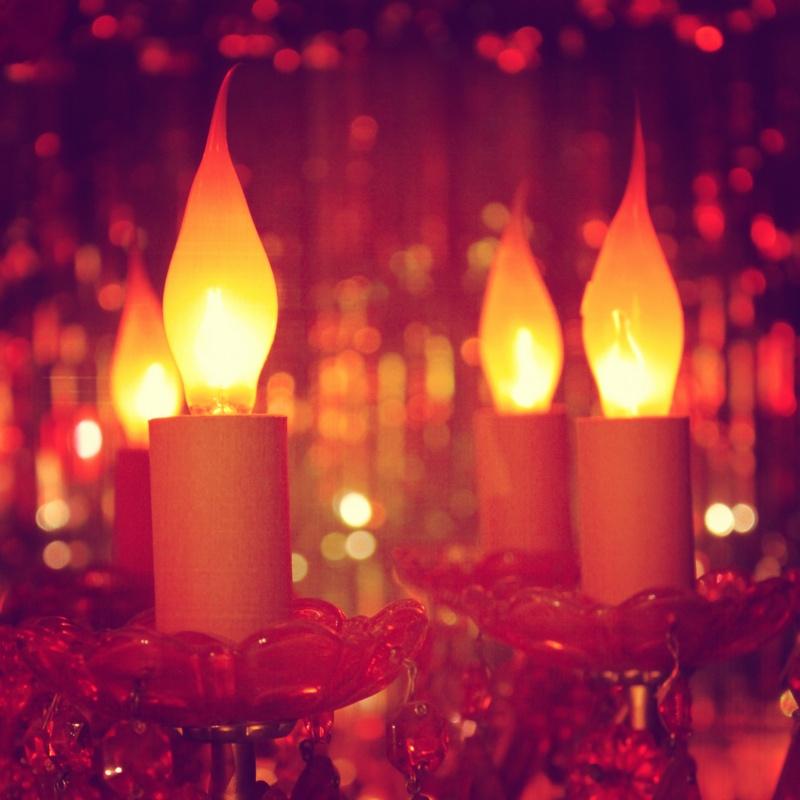 flame-tip-chandelier-light-bulbs-dinner-murder-party