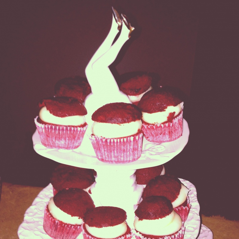 mini-red-velvet-cupcakes-1920s-speakeasy-party