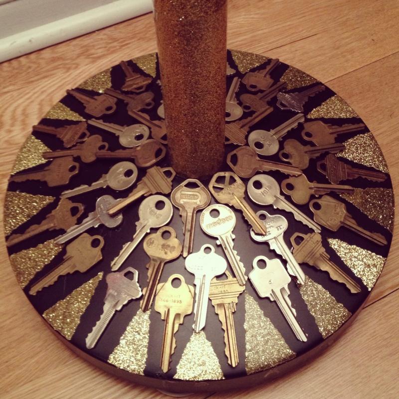 recycled-keys-deco-glitter-lamp-base-makeover