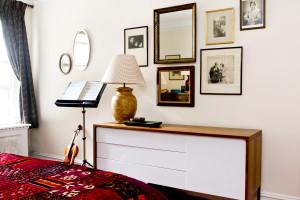 art-hanging-west-village-bedroom-apartment