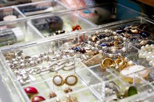 jewelry-dresser-drawer-organization-nyc-apartment
